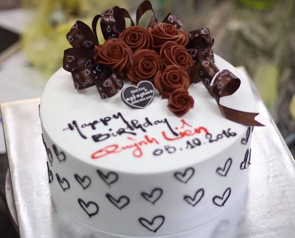 Bánh sinh nhật tròn bắt hoa hồng phủ socola đẹp sang trọng tặng ...