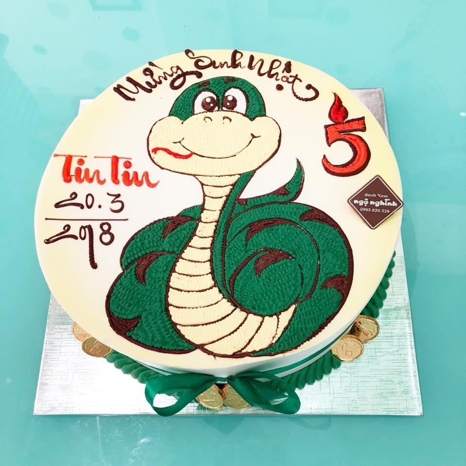 Bánh sinh nhật vẽ hình con rắn ...